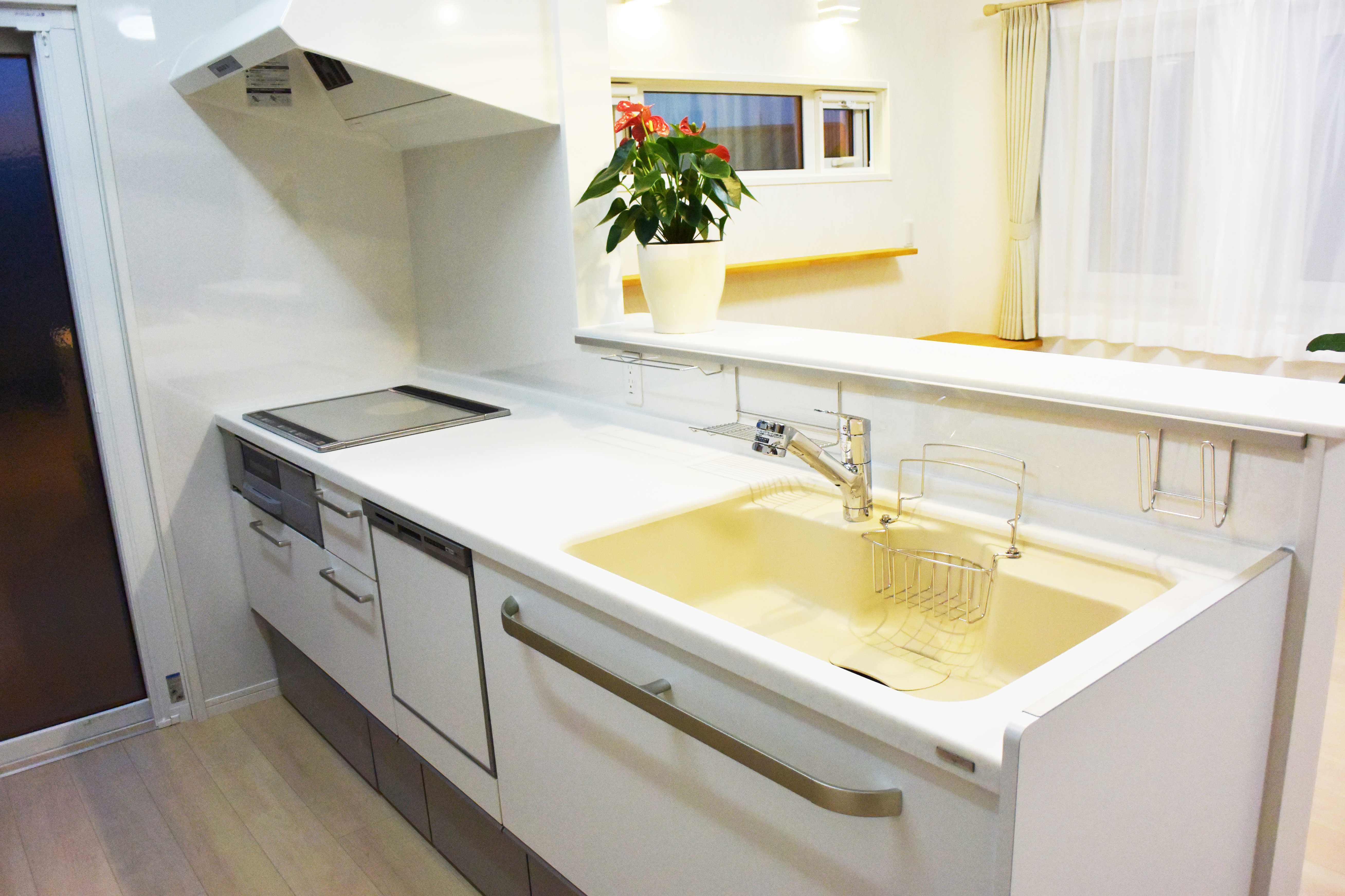 キッチンはTOCLAS BB 高さは90センチ