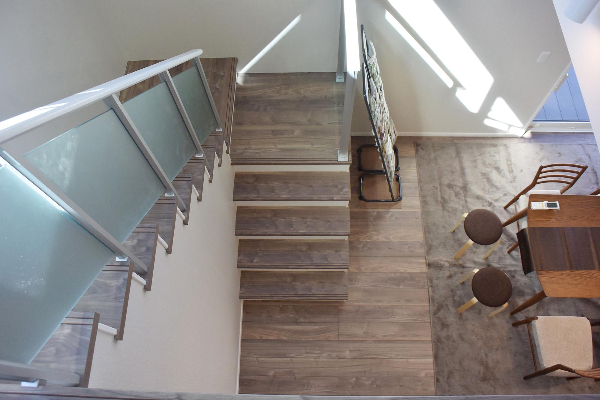 オープン階段で更に開放感アップ