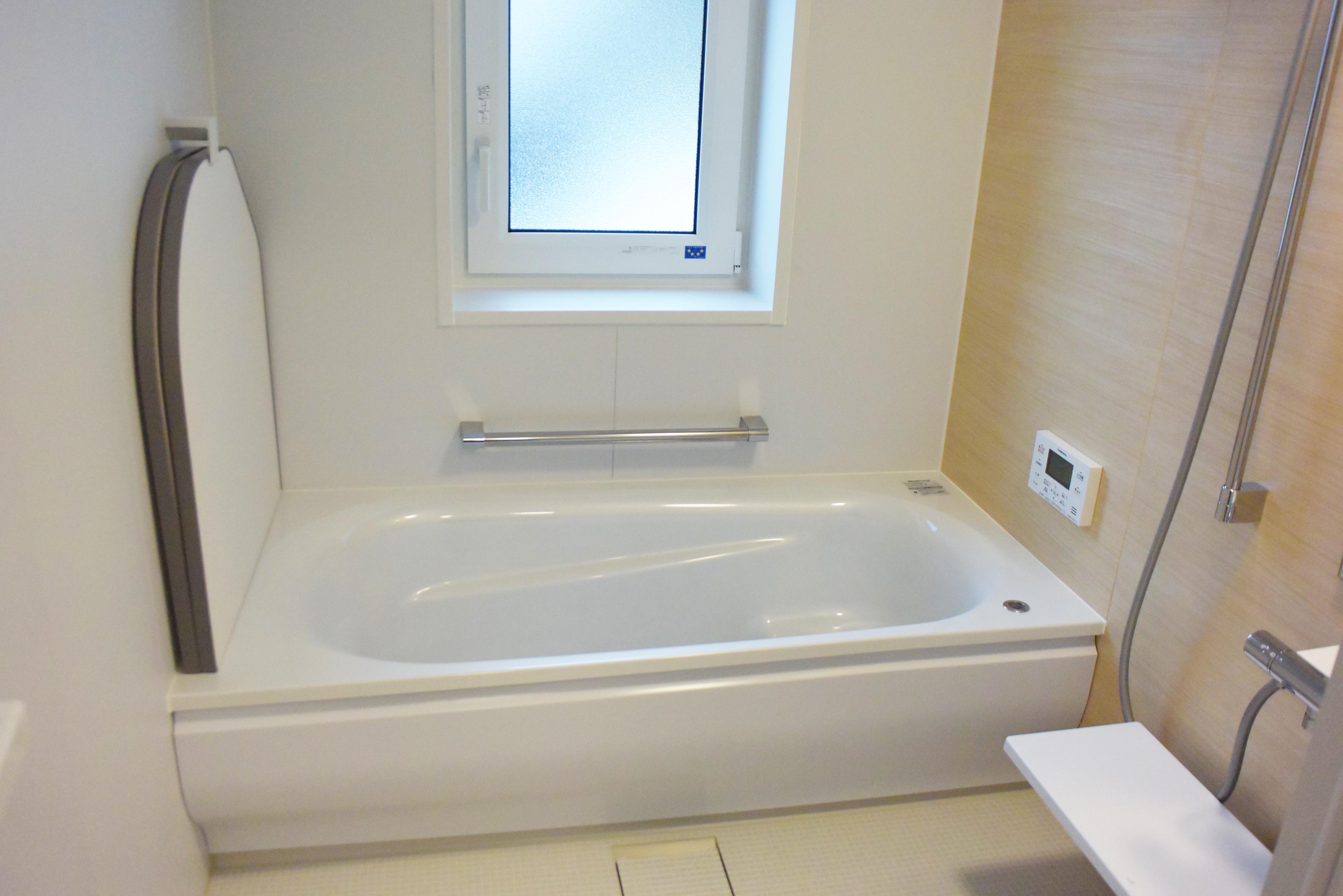 浴室はTOTOサザナ