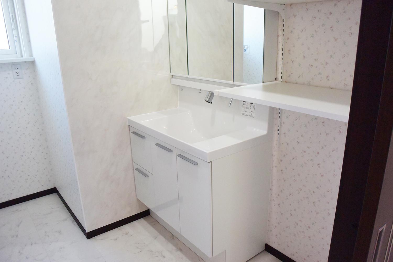 洗面台はW900のリクシルLC。