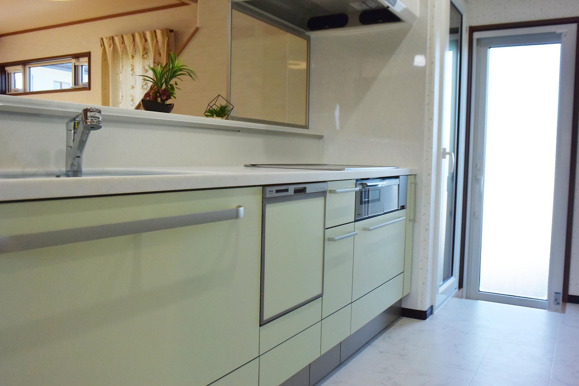 色合いの良いTOCLASのキッチンです。ガラスパーテーションも設置しました。
