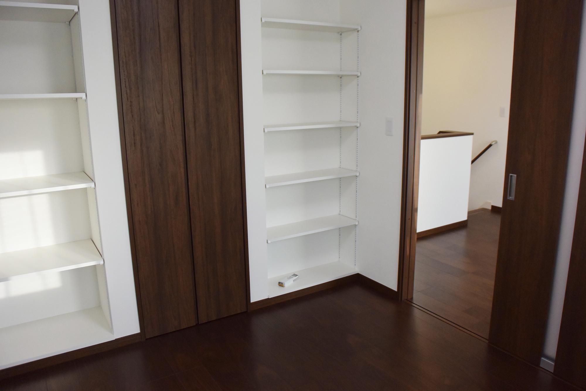 2Fには収納たっぷりの子供室が二部屋設けられました。