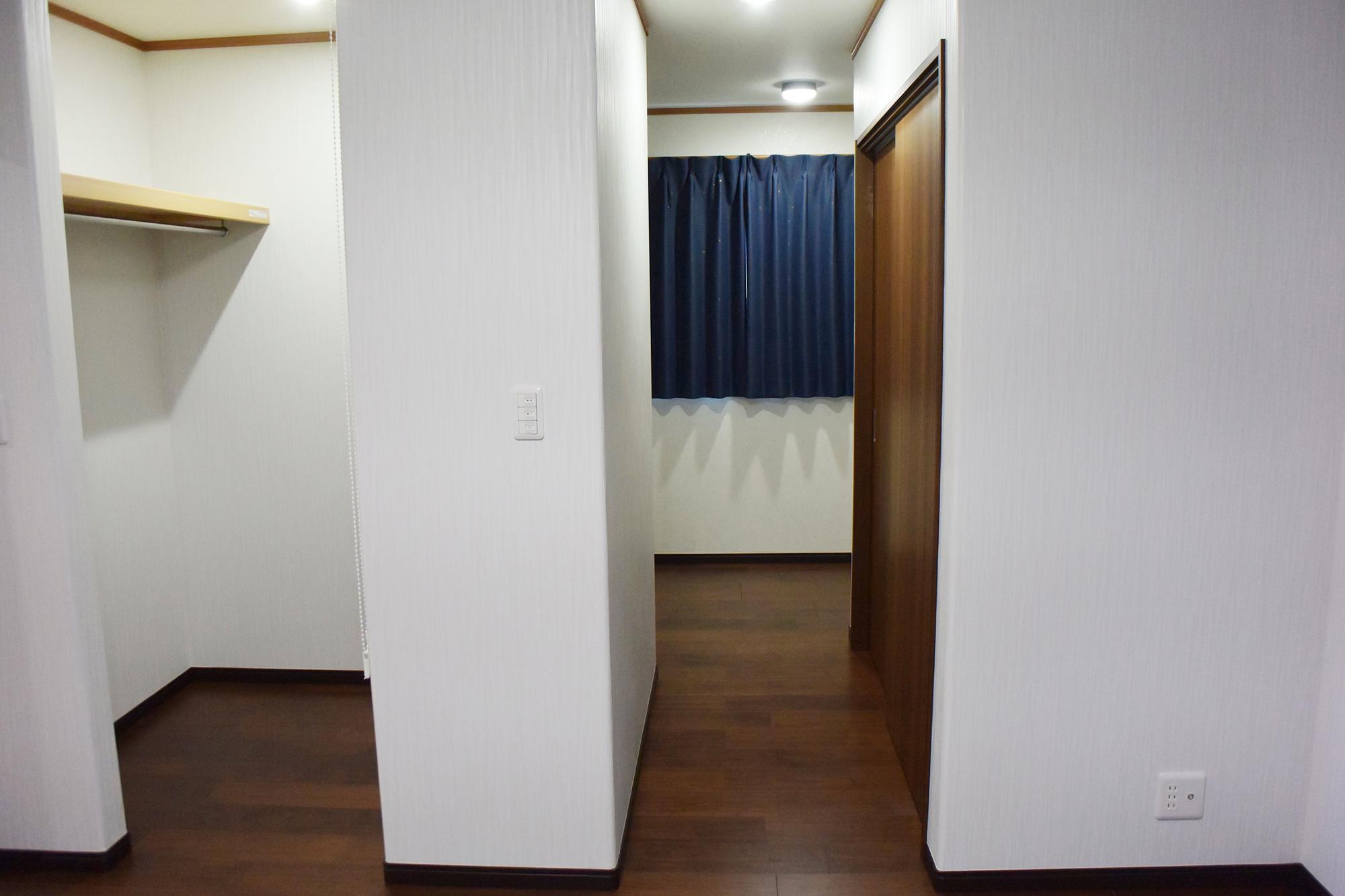 主寝室に接してWIC、奥に入ると書斎も設けられています。
