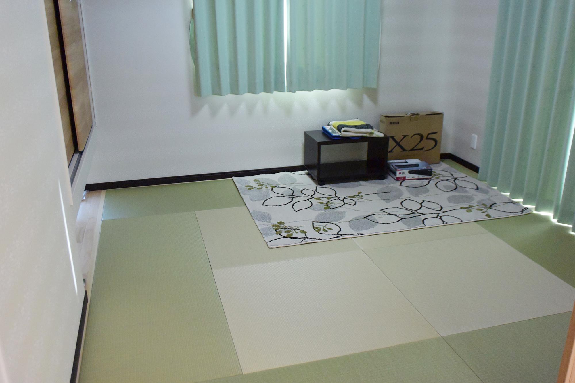 1Fリビングに接して琉球畳のおしゃれな和室。明るくてとても素敵な和室です。