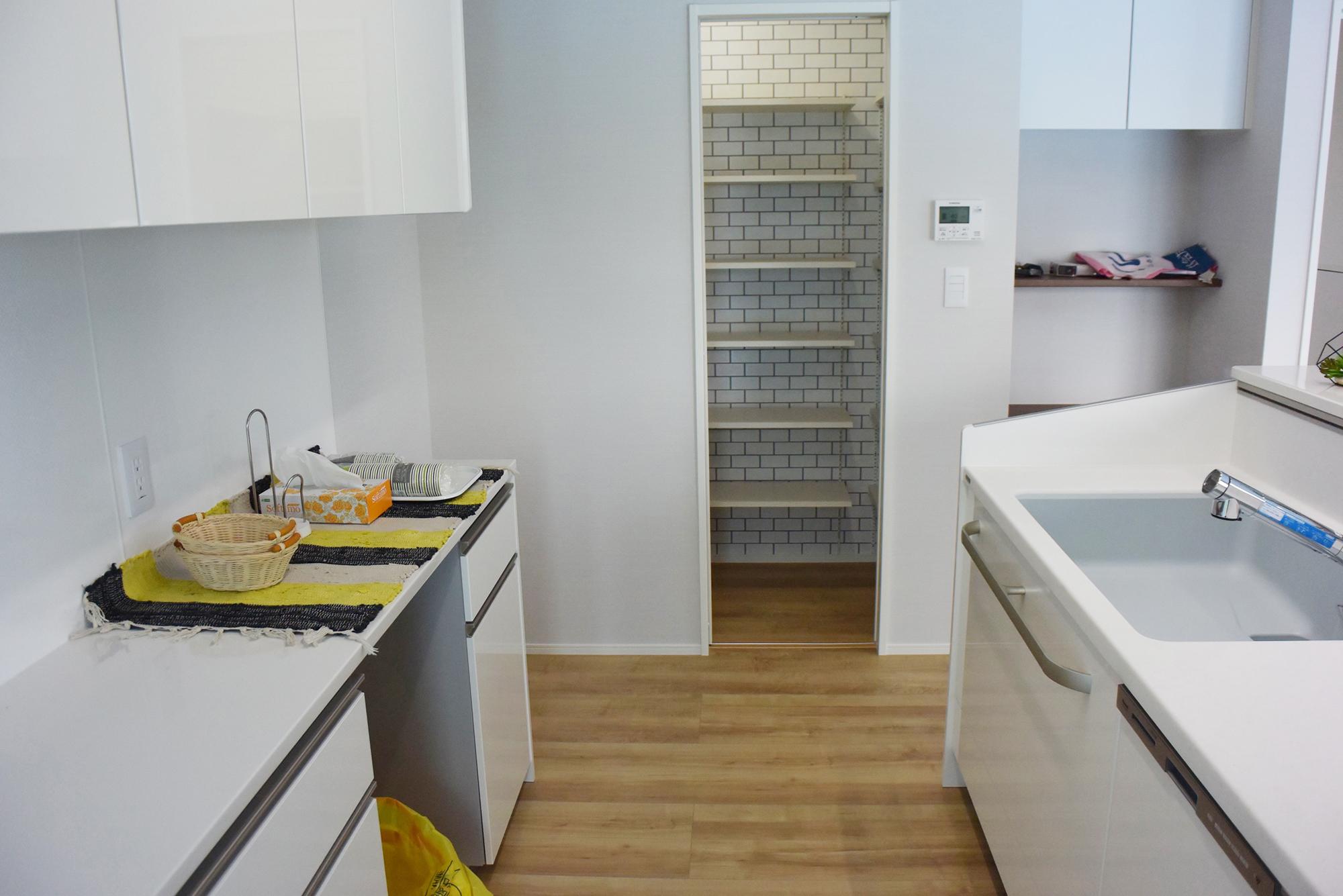 キッチン入り口には食品庫(バントリー)があります。