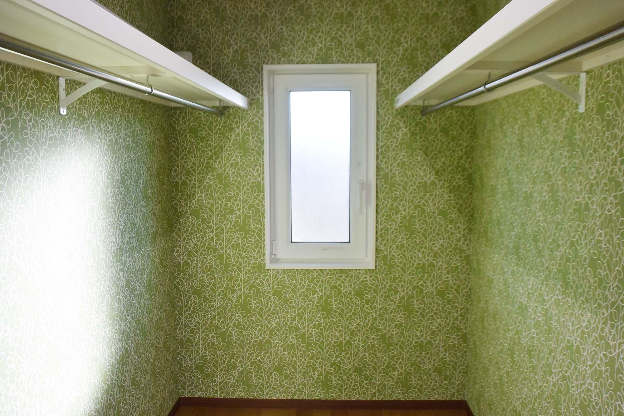 主寝室の奥にある広いWIC。