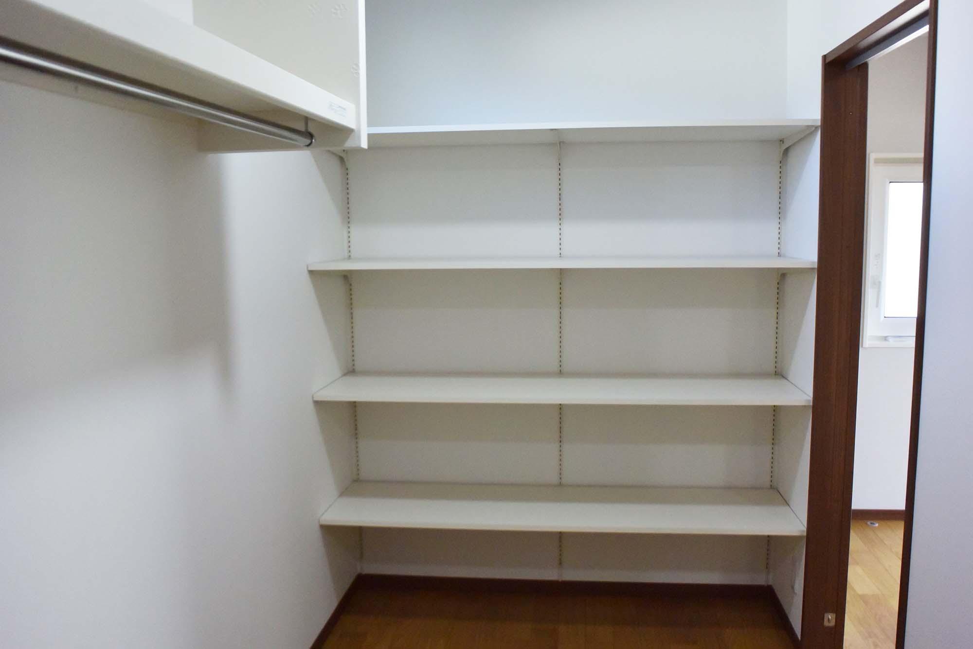 2F、とても広い収納スペースがあります。