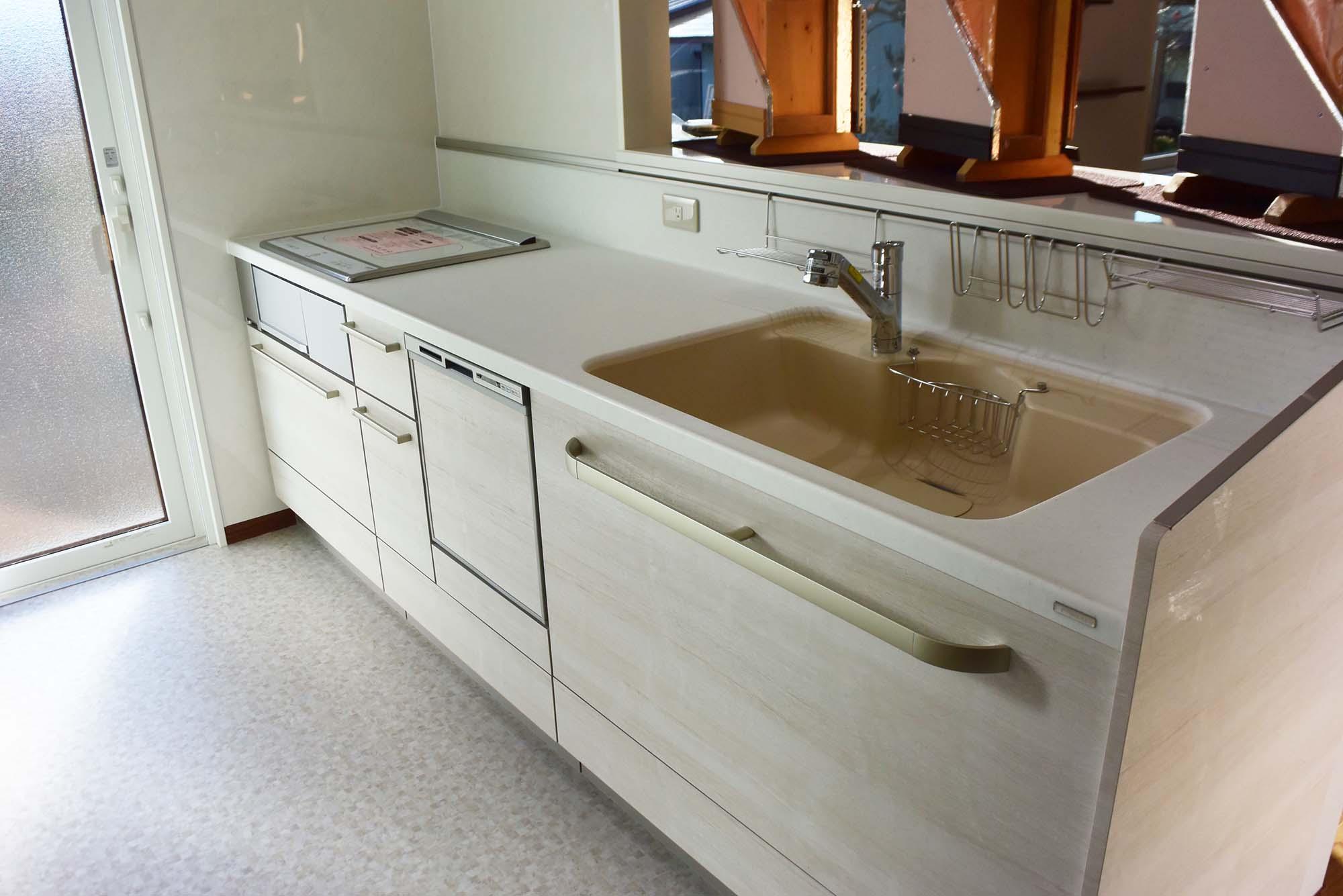 淡い色合いの素敵なTOCLASのキッチン。