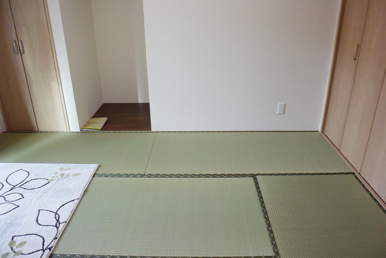 1F和室。とても落ち着いた、すこやかなスペースです。