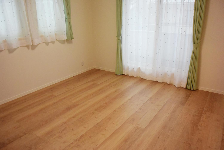 ゆったりとくつろげる、2F主寝室。WICも隣接して設置しました。