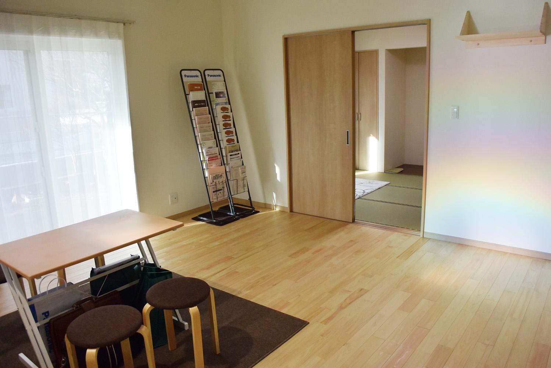 LDKと隣接して和室があります。
