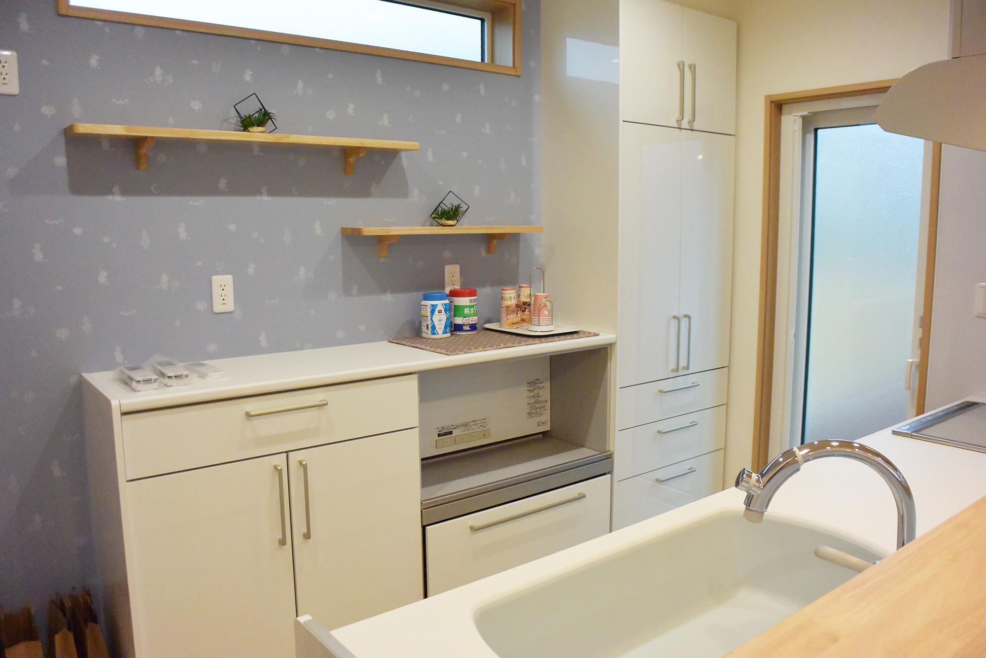 キッチンから浴室まで水廻り動線が直線状に配置されています。