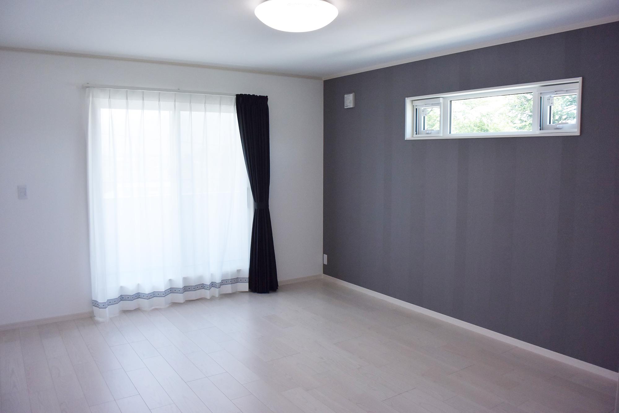 ゆったりとしたつくりの2F主寝室。ゆっくりと休めます。