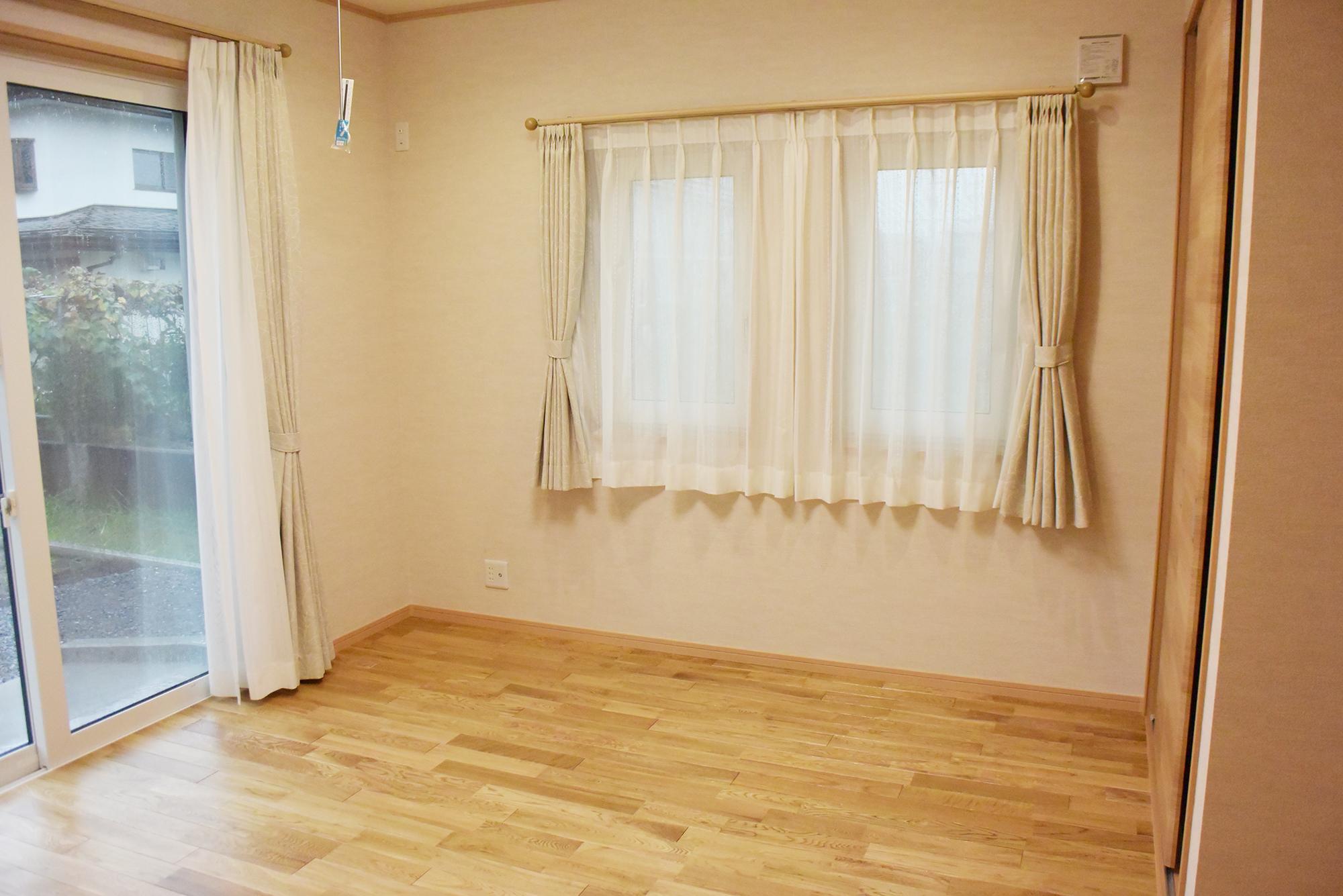 1FにはLDKの他にも広々とした洋室もあります。