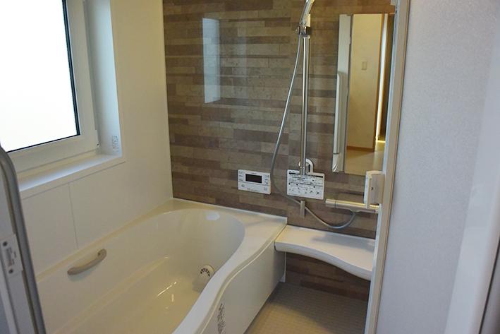 ゆったりとしたバス、機能性に優れた1F浴室です。
