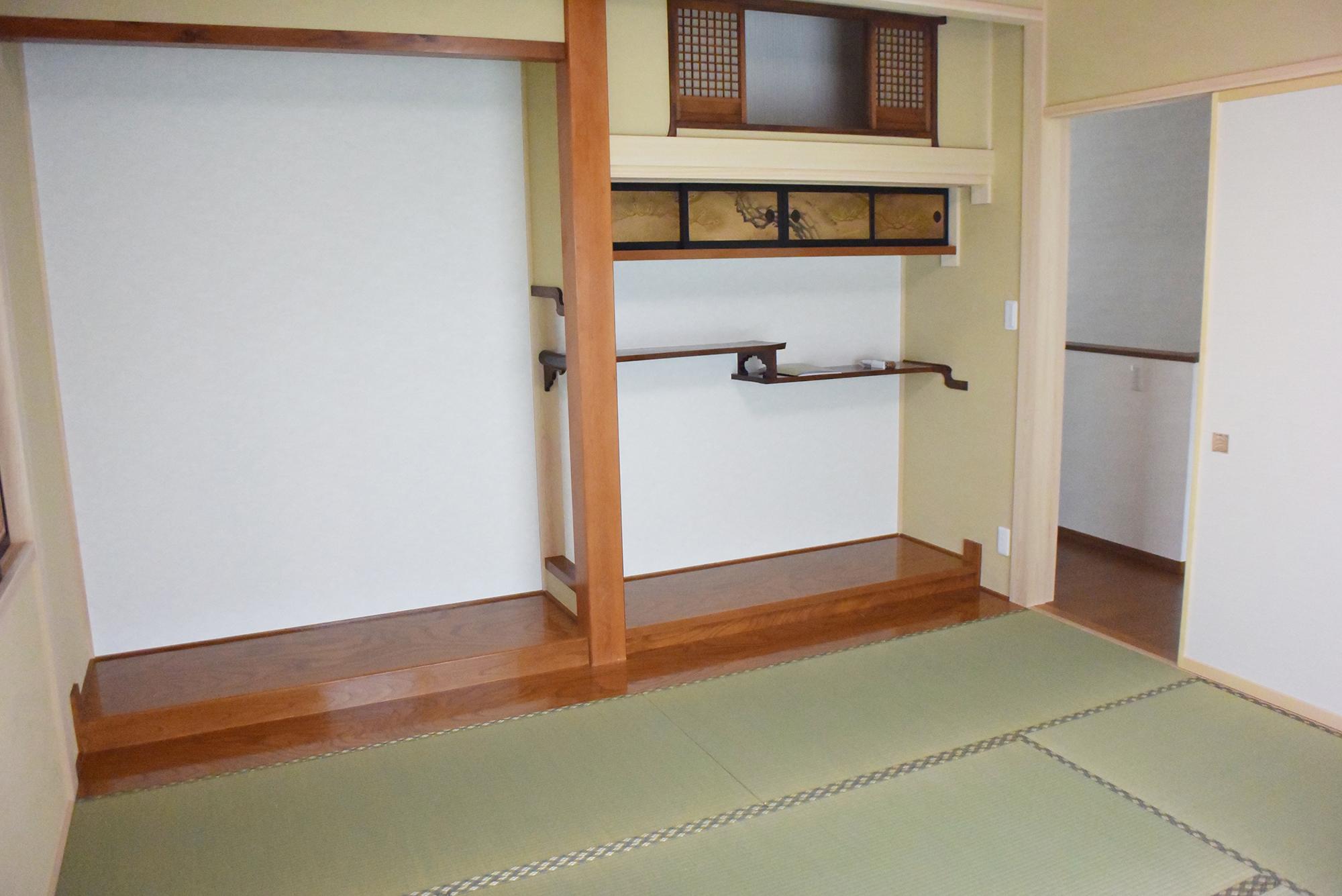 旧住宅の床の間材を再利用しました。
