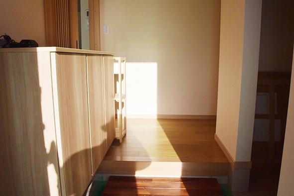 玄関ホールは、機能的に作られ、ゆったり感があります。