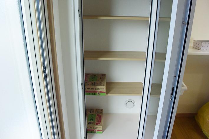 冷温庫にはたっぷりの保存食品を入れることができます。