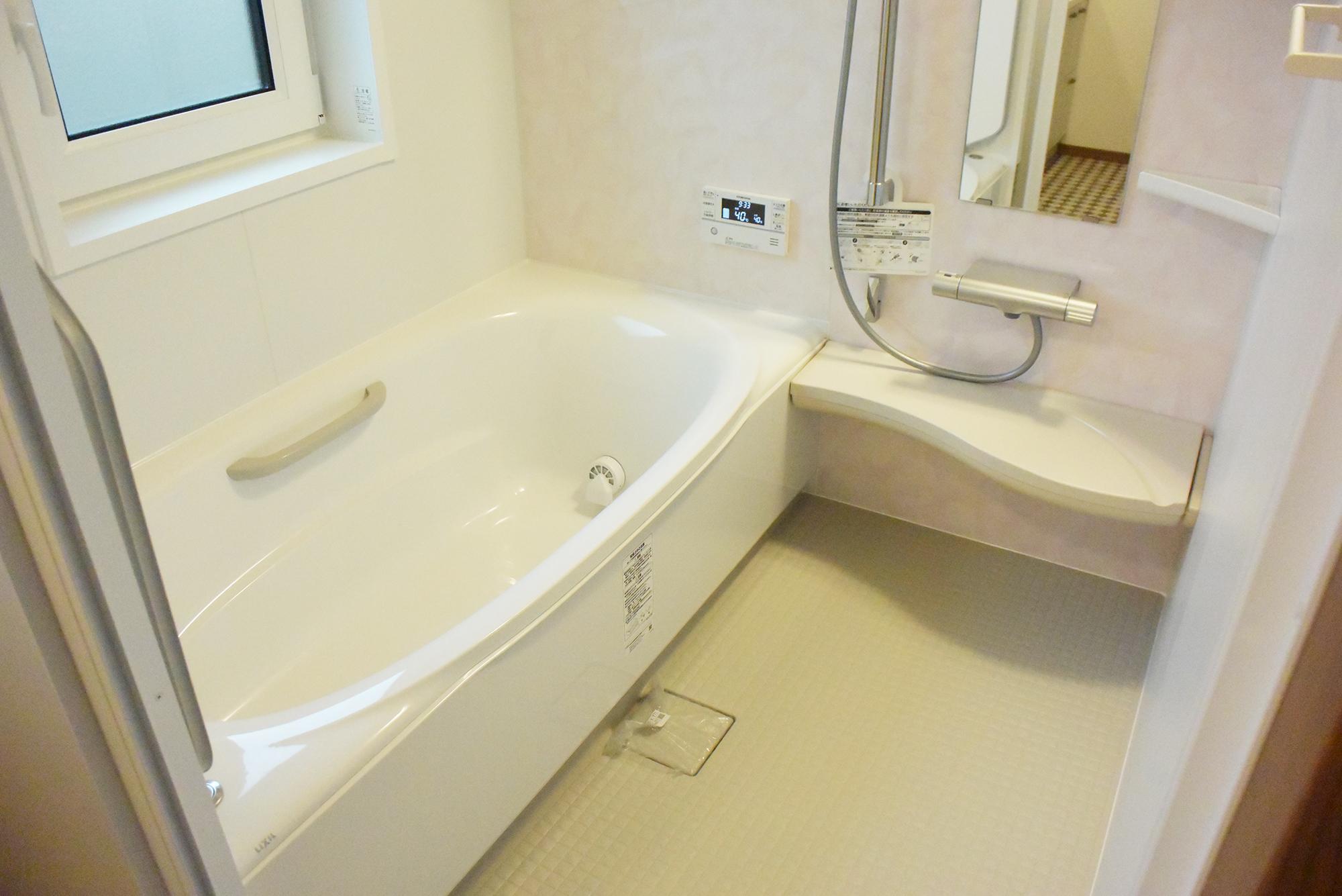 ゆったりとしたバス。機能性に優れ心地よい空間の1F浴室です。